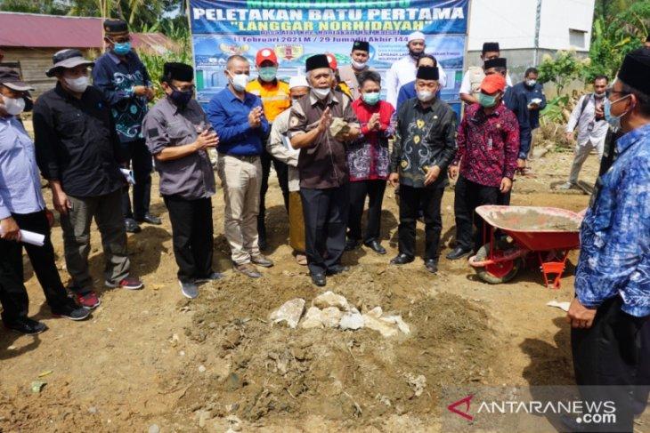 Profesor Udiansyah letakkan batu pertama pembangungan Langgar Norhidayah Desa Alat