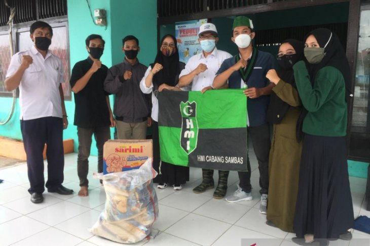 HMI - BPBPD Sambas salurkan bantuan bagi warga terdampak banjir