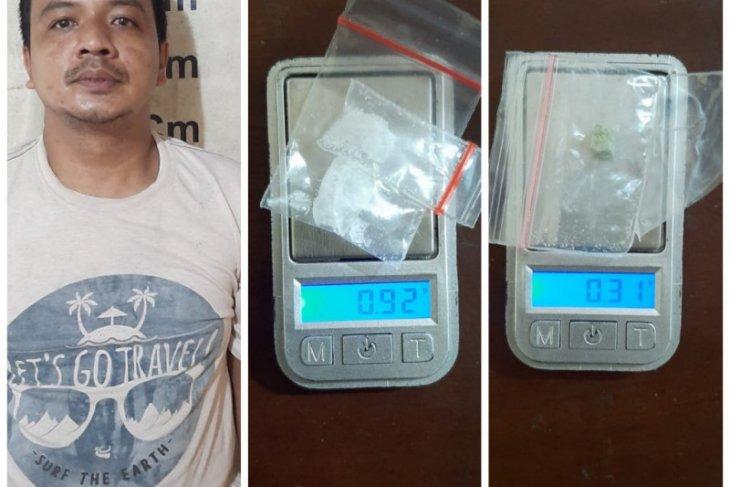 Polsek Tanjung Pura tangkap pemilik sabu-sabu dan pil ekstasi