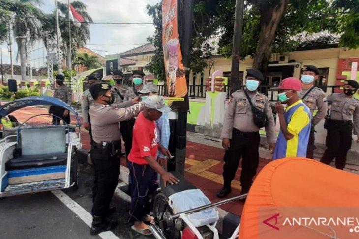 Polisi Situbondo patroli pantau penerapan PPKM mikro di sembilan desa