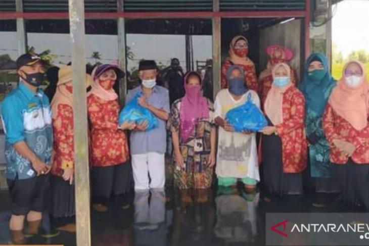 Desa Kali Besar dapat bantuan sembako dari DWP Tala dan DWP Kalsel