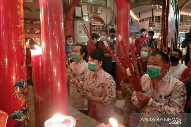 Tjhai Chui Mie lakukan ibadah Imlek di Vihara TDBR