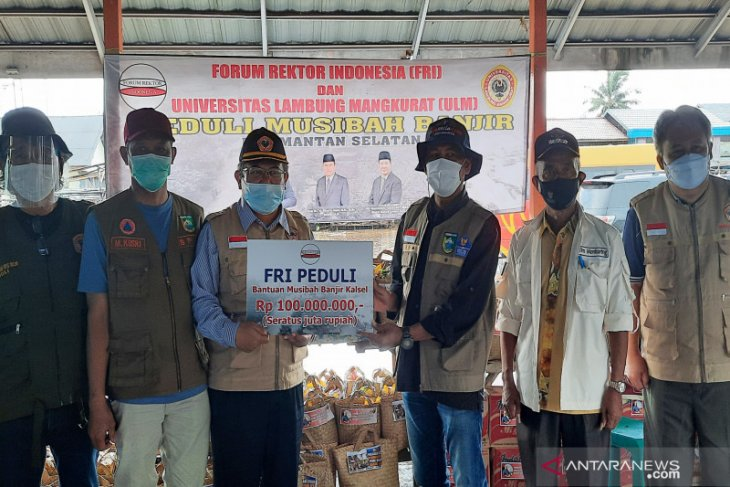 Indonesian Rectors Forum offers aid to S Kalimantan's flood victims