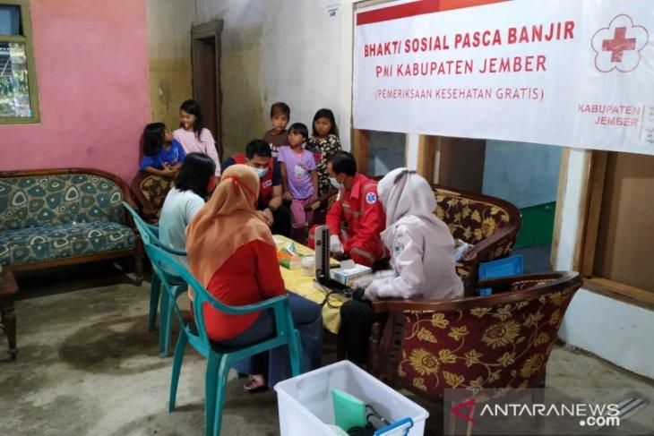 PMI Jember gelar bakti sosial pemeriksaan kesehatan bagi korban banjir