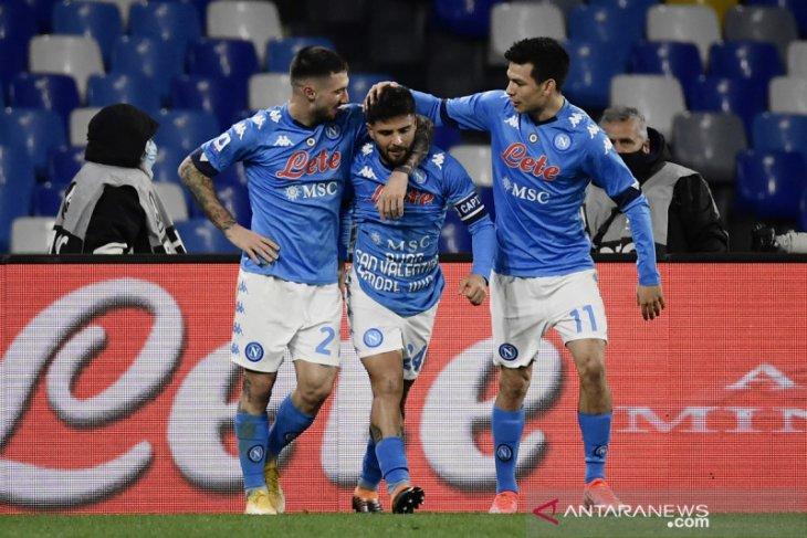 Lorenzo Insigne mengantarkan Napoli membekap Bologna 3-1