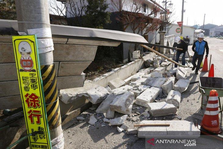Gempa Jepang akibatkan lebih 100 orang terluka, operasional kereta terhenti
