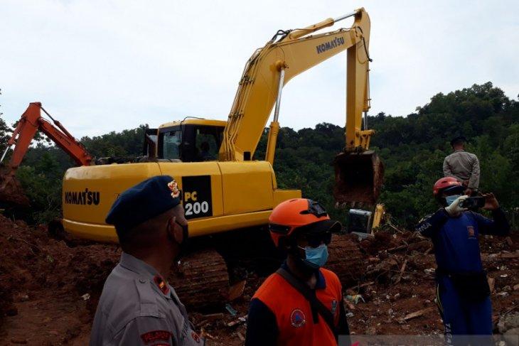 Pencarian korban longsor di Nganjuk temukan 12 orang