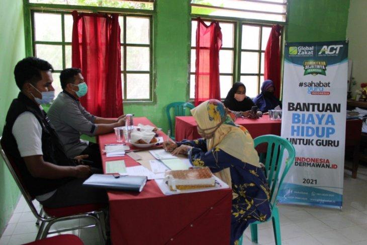 ACT salurkan bantuan biaya hidup bagi puluhan guru honor di Maluku