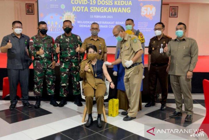 Meski pernah positif COVID-19, Wali Kota Singkawang tetap divaksinasi
