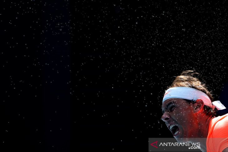Rafael Nadal mengaku tak khawatir tertular COVID-19 setelah latihan bersama Medvedev