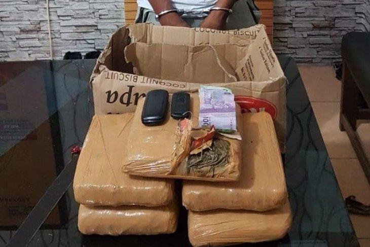 Pura-pura jadi pembeli, polisi tangkap pengedar ganja di SPBU