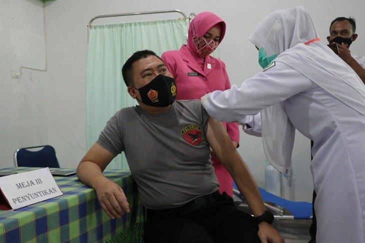 Kapolres Aceh Utara yakinkan vaksinasi COVID-19 aman