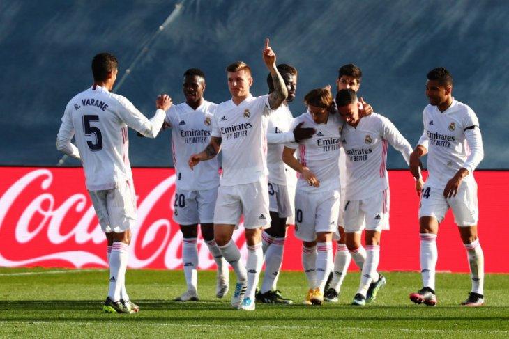Toni Kroos membimbing Real Madrid kembali ke posisi kedua klasemen Liga Spanyol