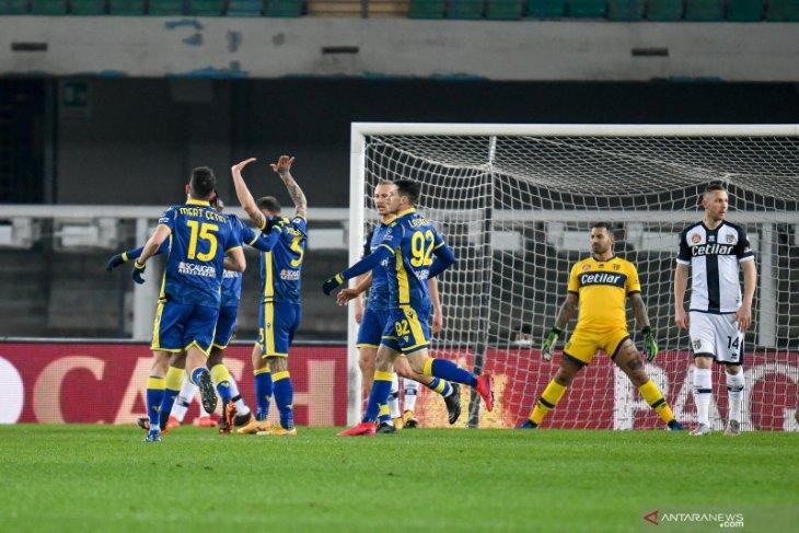 Verona bangkit dari tertinggal dua gol untuk menang 2-1 atas Parma