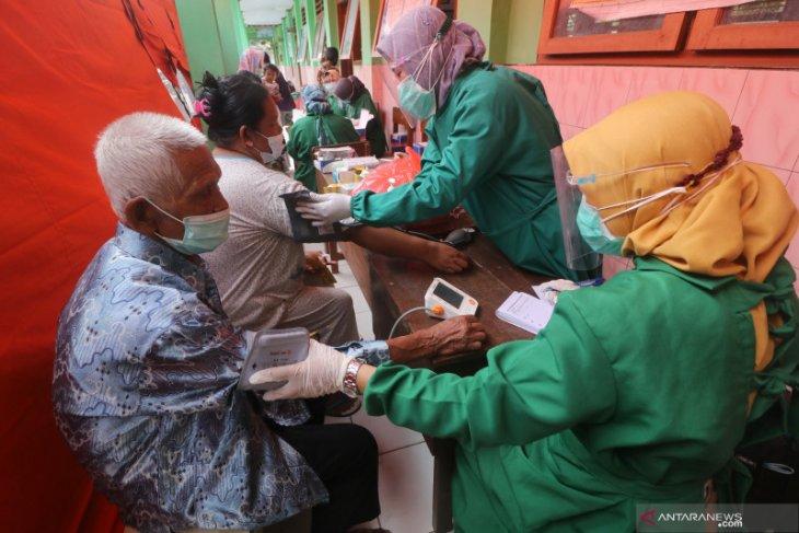 Belasan pengungsi longsor di Nganjuk dinyatakan reaktif saat rapid test