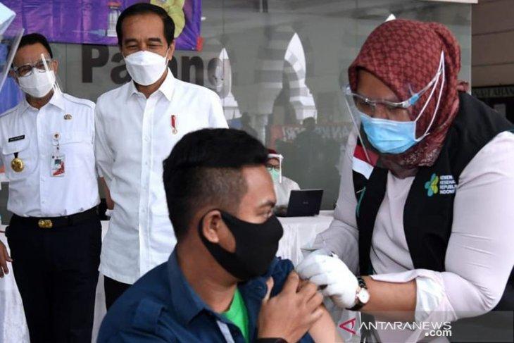 Vaksinasi bagi lansia dimulai usai didistribusi Jumat ini