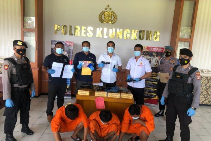 Polisi bekuk tiga pelaku penipuan online di Bali