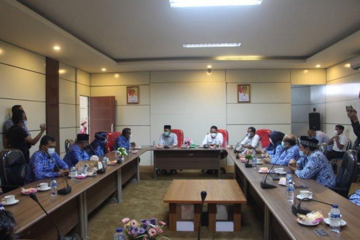 Di akhir jabatan Wabup Paser Kaharuddin  gelar perpisahan