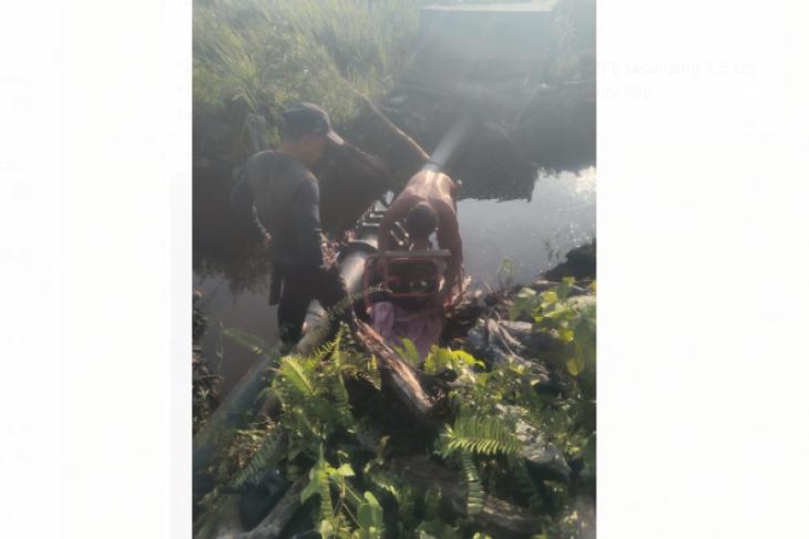 Dinas PUPR Kayong Utara perbaiki pipa jebol