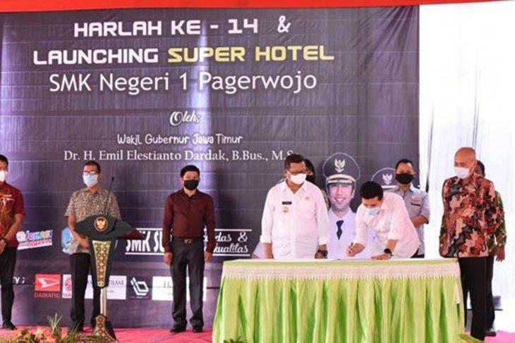 Wagub Jatim resmikan Super Hotel SMKN 1 Tulungagung di selingkar Wilis