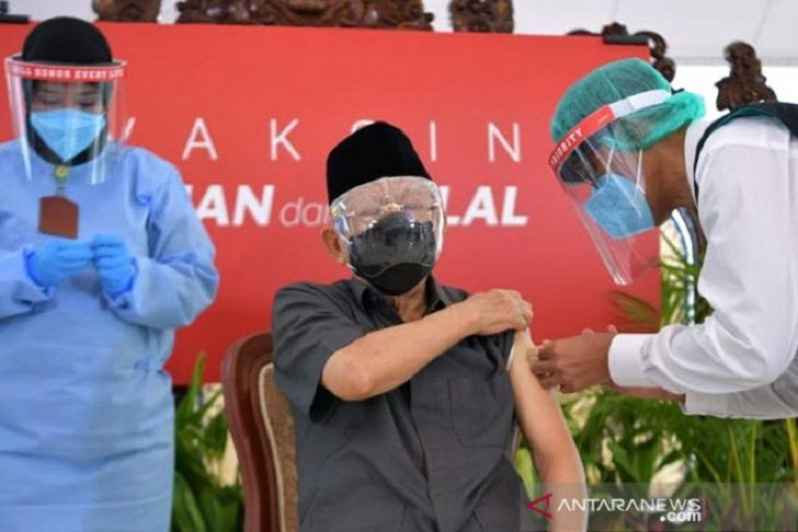 Elderly don't be afraid to get vaccinated: DPRD speaker