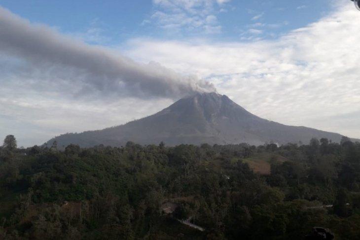 Guguran abu Gunung Sinabung teramati, arak luncur 1.000 meter