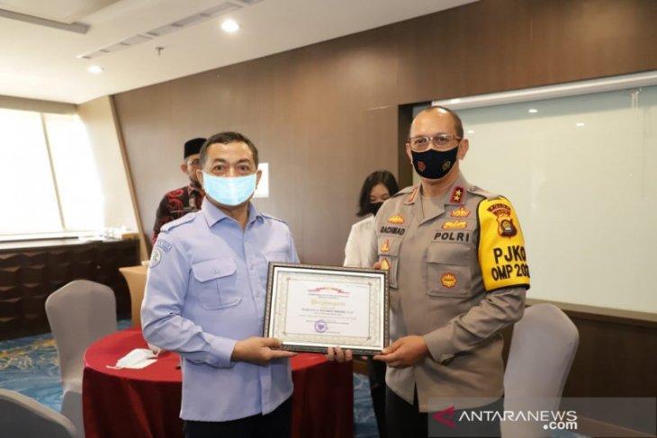 Polda Jambi terima penghargaan atas penegakan hukum kelautan