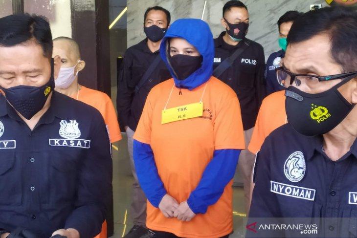 Mantan istri personel band The Titans ditangkap polisi