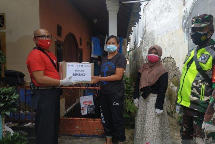 PMI salurkan paket bantuan untuk pasien COVID-19 di Sukabumi