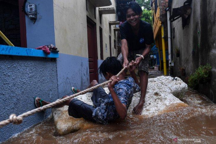 Banjir Jakarta ganggu arus lalu lintas