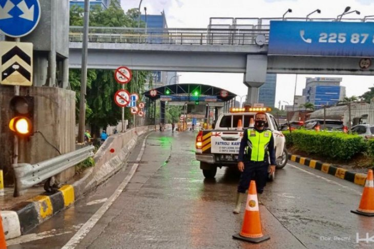 Akibat banjir, Hutama Karya turut sementara beberapa gerbang tol JORR-S