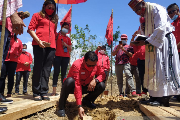Pembangunan Kantor DPC PDIP Kapuas Hulu dimulai