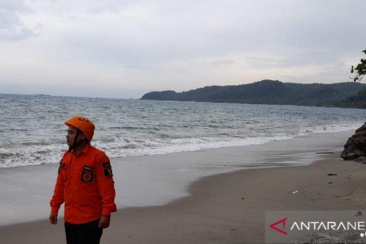 Tim SAR perluas area pencarian korban tenggelam laut di Sukabumi
