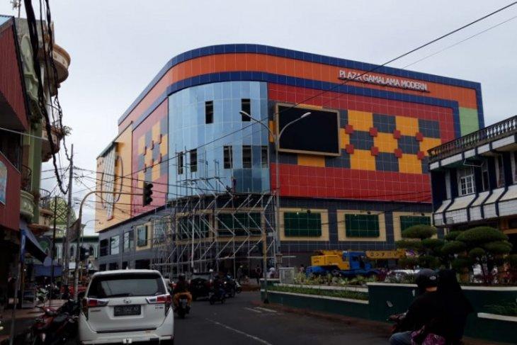 Dinas PUPR  Plaza Gamalama Ternate terus dibenahi