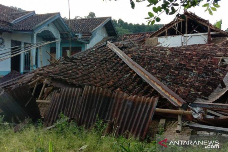 Bencana pergerakan tanah di Ciherang Sukabumi semakin masif