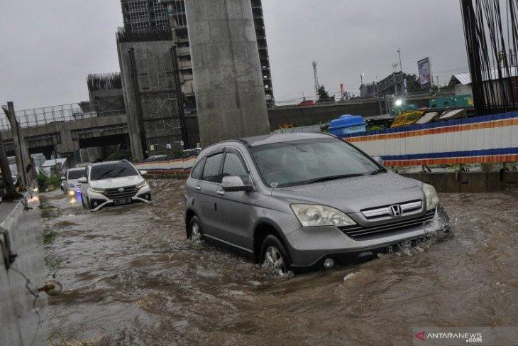Jalan tol Jakarta-Cikampek KM09-B terendam banjir, Jasa Marga langsung bertindak