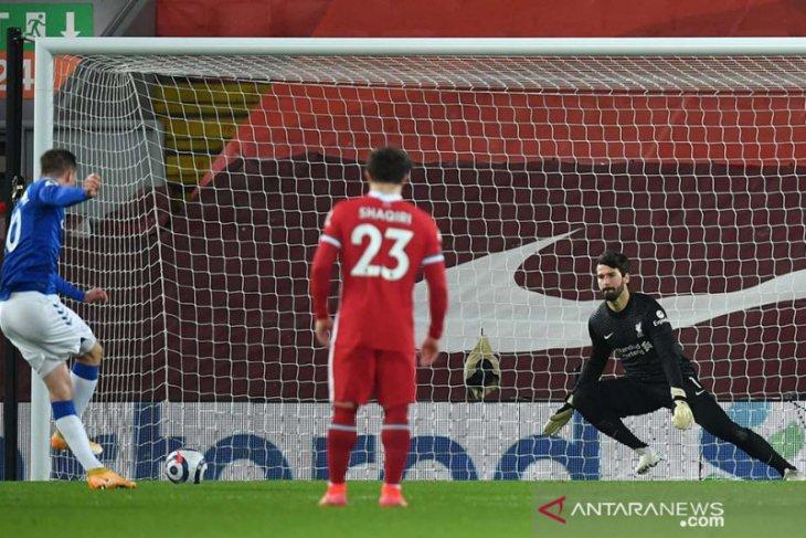 Catatan kekalahan beruntun Liverpool berlanjut usai dibantai Everton 2-0