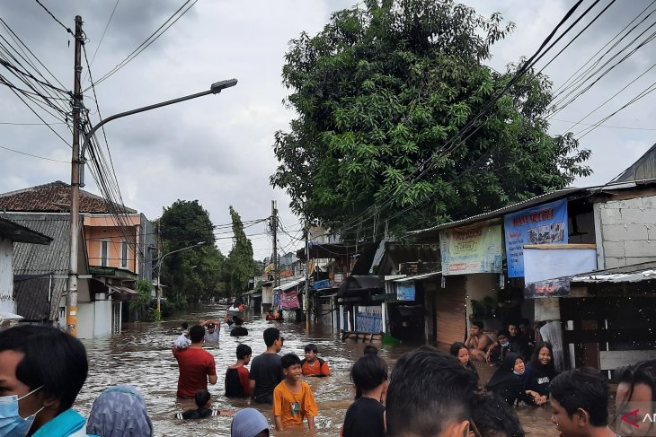 Six road sections in South Jakarta still inundated: authority