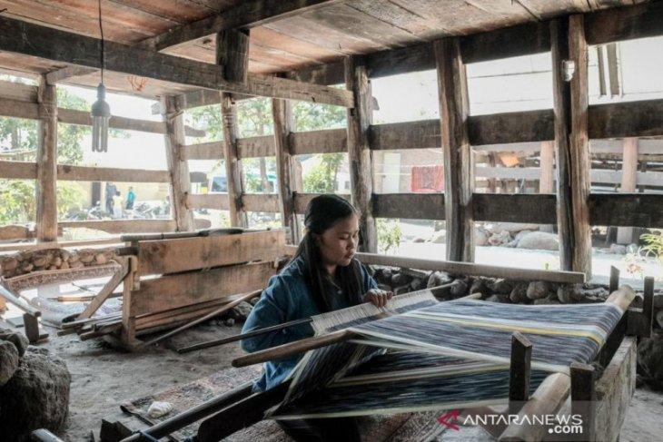 Digitalisasi artisan  di tepian Danau Toba