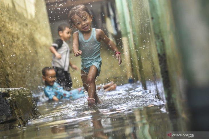 Haji Lulung sebut Gubernur Anies masih ditolong Tuhan soal banjir Jakarta