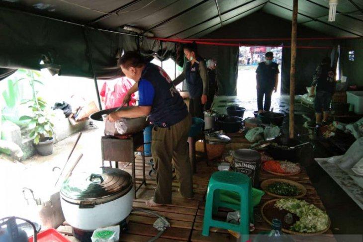 PMI Kota Tangerang buka dapur umum untuk warga terdampak banjir