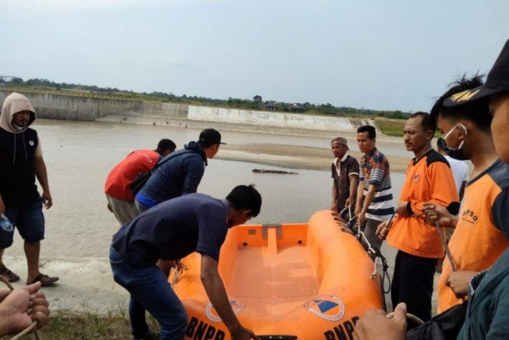 Mencari ikan mabuk di Waduk Sei Wampu Langkat, seorang warga tenggelam