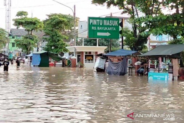 Banjir juga rendam sejumlah rumah sakit di Karawang