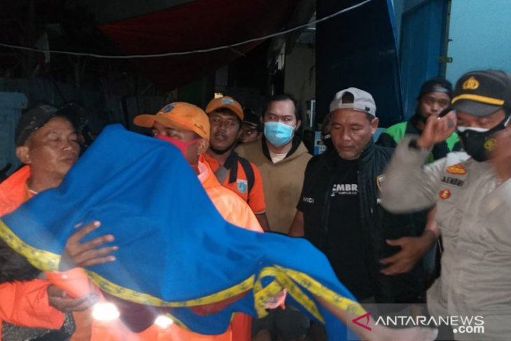 Two children died after drowning in West Jakarta lake
