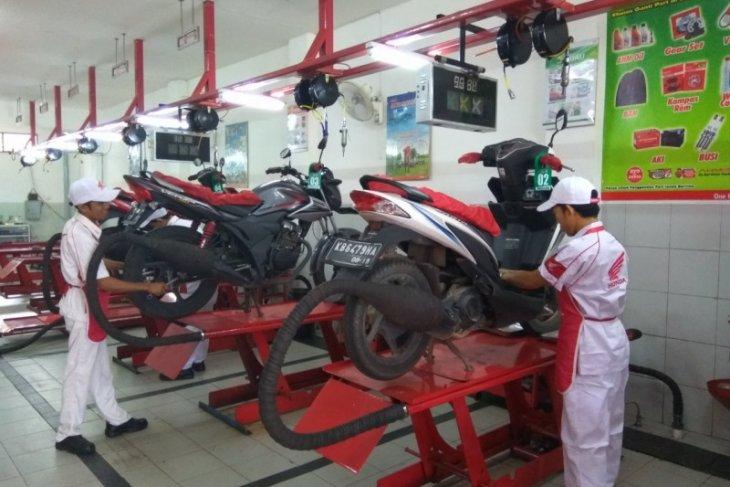 Astra Motor Kalbar beri program khusus rayakan HUT Ke-64