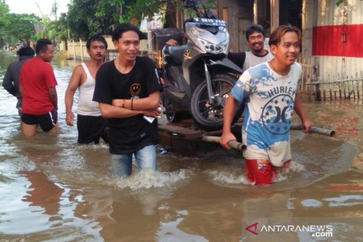 Banjir setinggi 2,5 meter masih merendam Bekasi akibat tanggul jebol