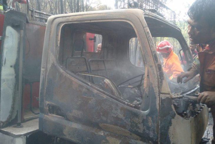 Satu unit damkar terbakar saat padamkan karhutla