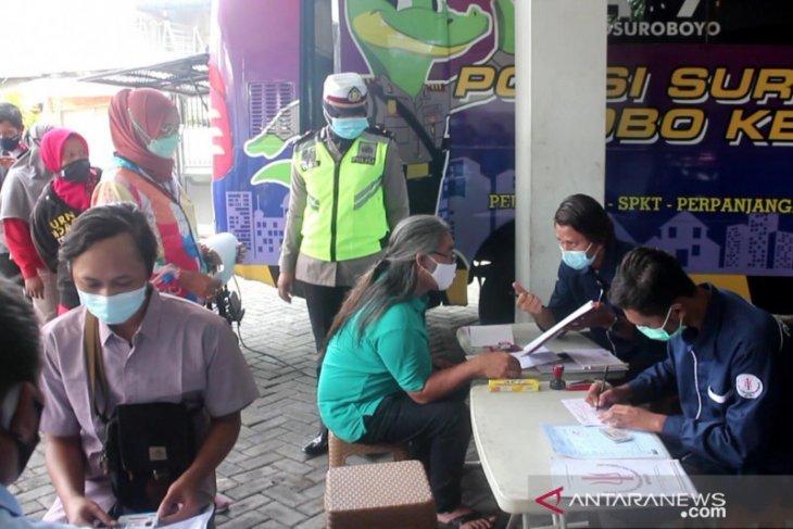Pelayanan SIM keliling kampung Surabaya di masa pandemi COVID-19