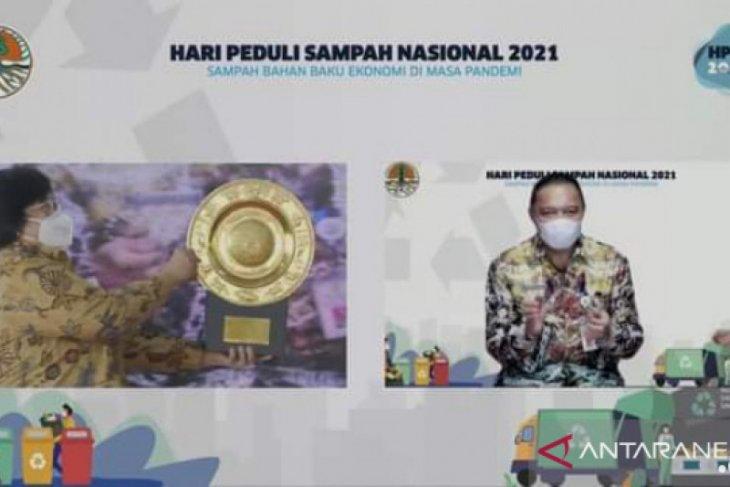 KLHK grants Banjarmasin IDR9.4 bl for successfully reducing plastic waste
