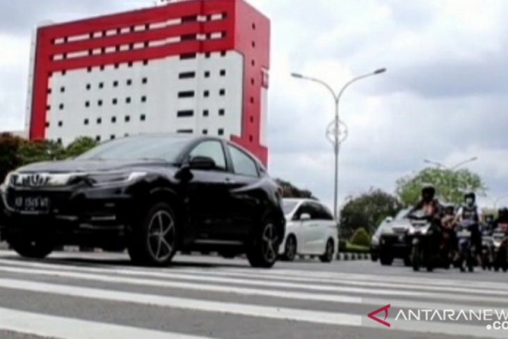 Satlantas Polresta Pontianak pasang pita penggaduh di kawasan KTL Jalan Ahmad Yani